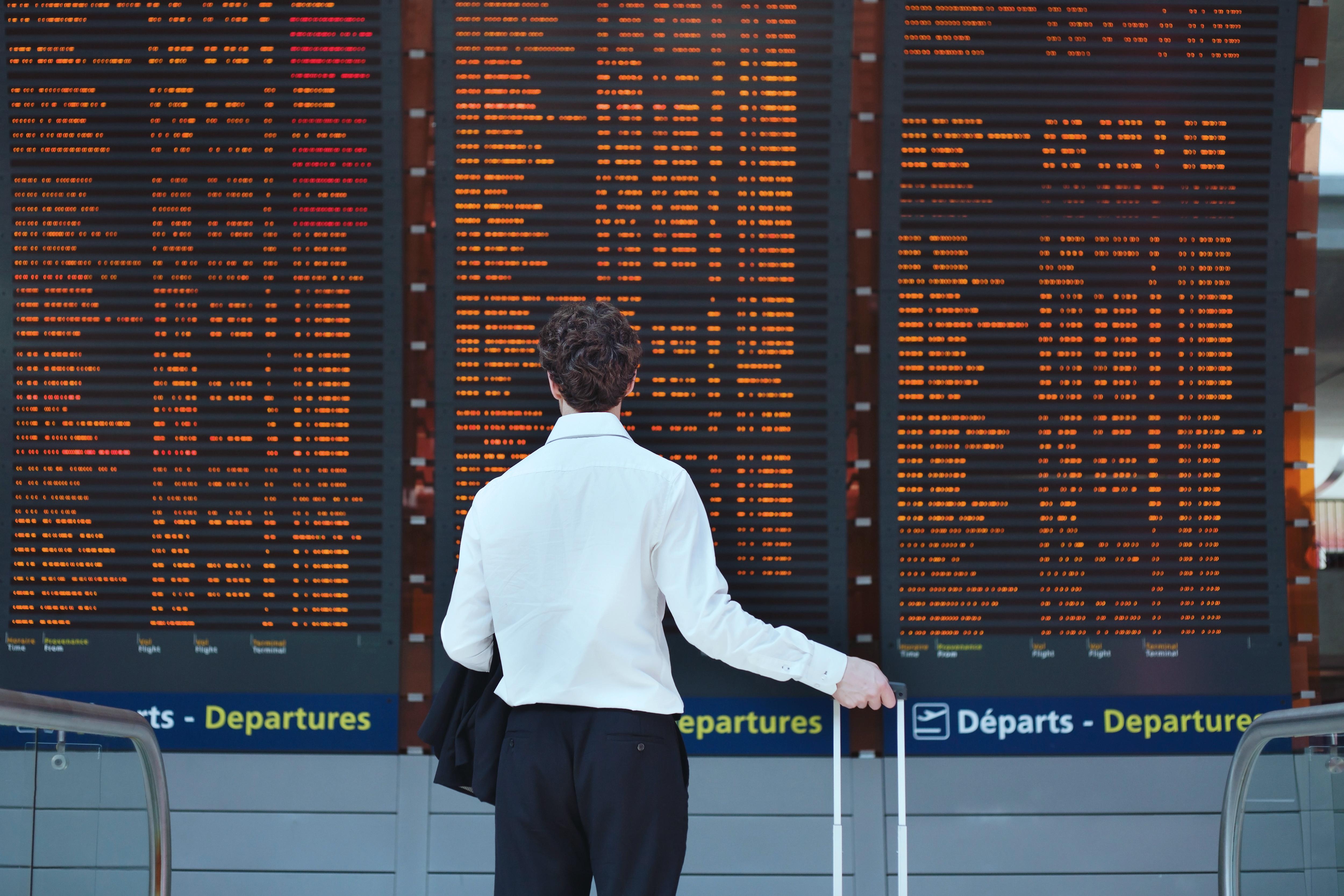 Pasajero corporativo en aeropuerto